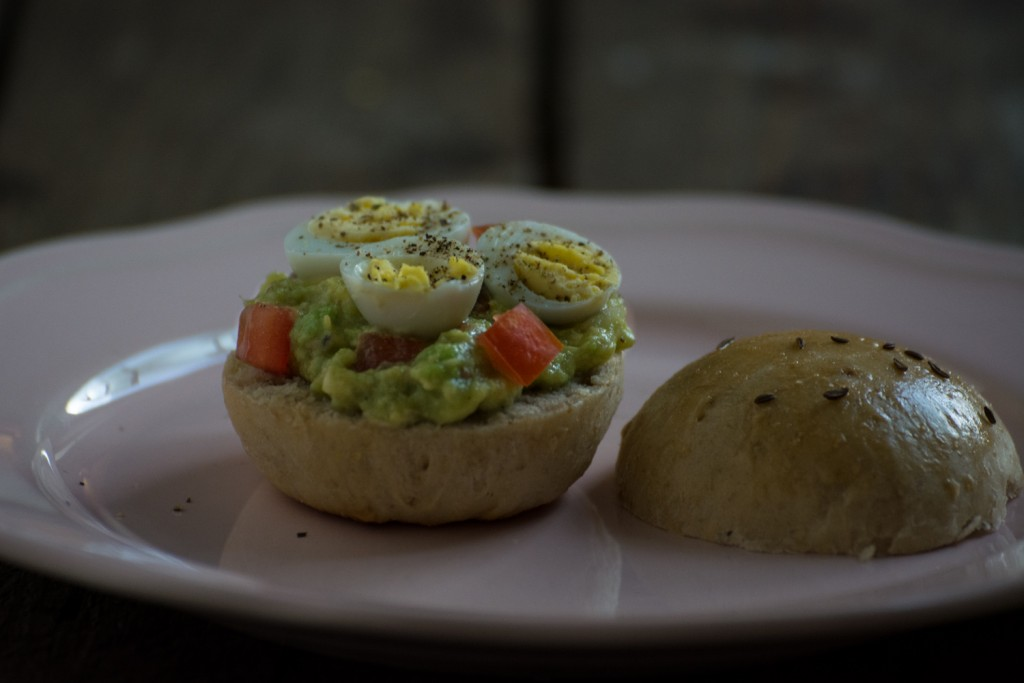 Dinner roll, guacamole & quail egg