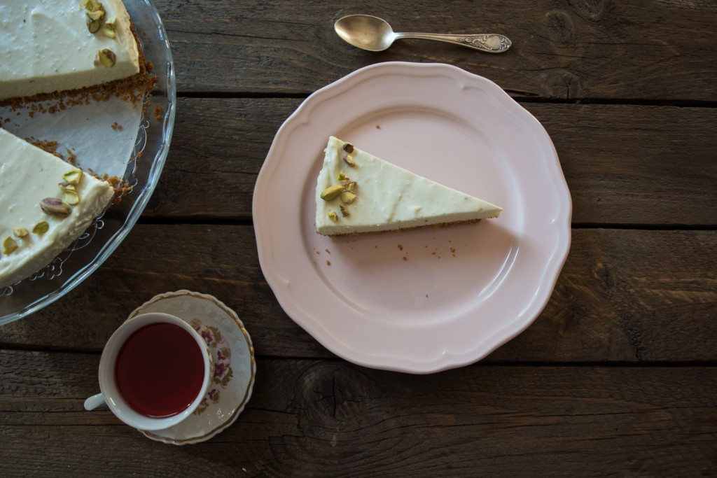 Lime cheesecake and tea