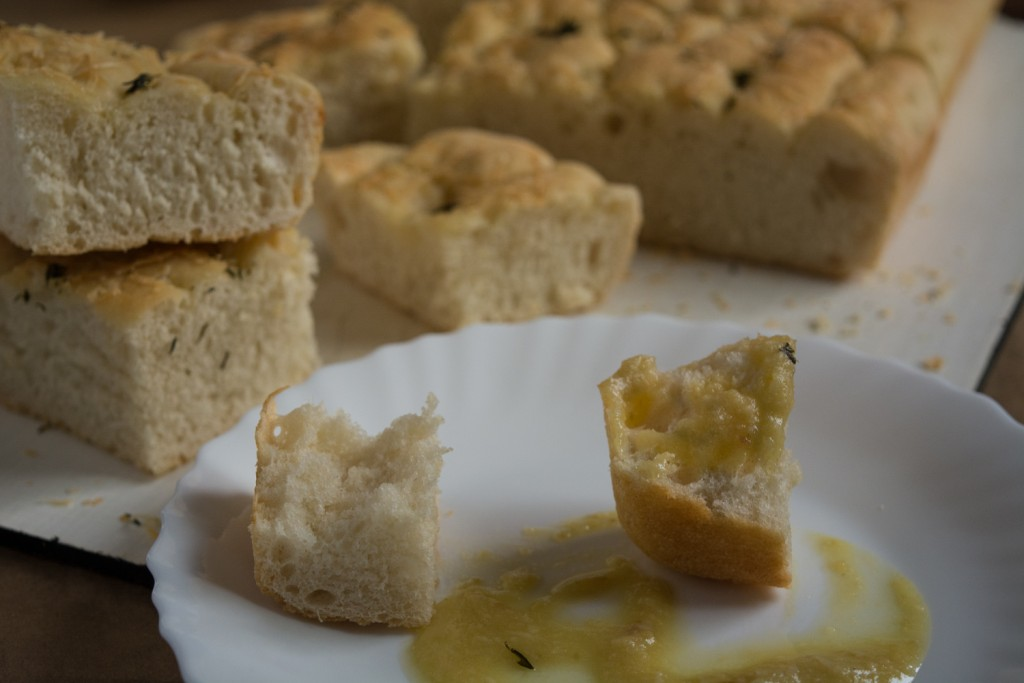 Focaccia and garlic sauce