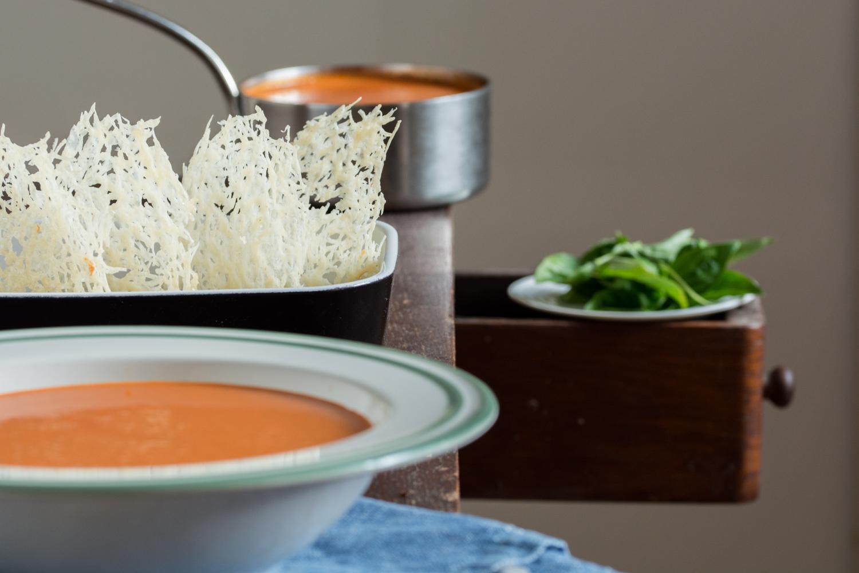 Tomato soup & parmesan chips